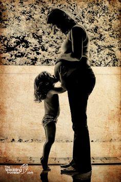 Maternity kiss Pregnancy moment