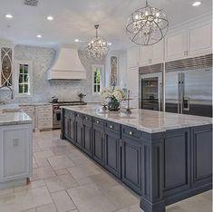 30 Admirable Luxury Kitchen Design Ideas You Will Love ~ My Dream Home Home Decor Kitchen, Interior Design Kitchen, New Kitchen, Kitchen Ideas, Kitchen Island, Awesome Kitchen, Room Interior, Kitchen Cabinets, Kitchen Upgrades