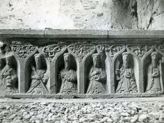 Jerpoint, County Kilkenny - Side Panel of medieval Tomb Chest.   From the great website Gothic Past; a really useful resource for anyone interested in Irish medieval sculpture.
