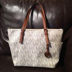 Michael Kors bag Like new Michael Kors bag. Used twice MICHAEL Michael Kors Bags Totes