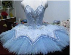 Queen of the Dryads is a stunning professional tutu. It can be used for many roles of the classical repertoire. Queen of the Dryads in Don Quixote, Sleeping Beauty, Snow Queen in Nutcracker, Raymonda,