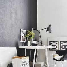 Another black accent wall for the win. This time it makes a great backdrop for a desk setting. And the beautiful @olleeksell's Cocoa Eyes spotted in there. Fun fact: that print was the inspiration behind our #GeometricKitty print.