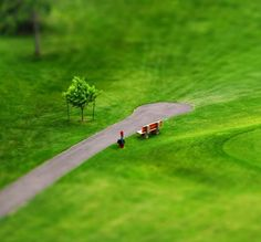 Tilt-Shift Photography : Examples & Tutorials - I'm sure you have seen some amazing tilt-shift photos – if not, tilt-shift creates an effect. Tilt Shift Photos, Tilt Shift Photography, Photography Ideas, Tilt Shift Lens, Miniature Photography, Weird Pictures, Green Life, Small World, Optical Illusions