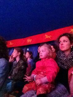 Moeder en dichter helemaal in trance bij circus renz in HARLINGEN