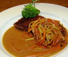 Eszterházy rostélyos Thai Red Curry, Pesto, Spaghetti, Ethnic Recipes, Foods, Browning, Food And Drinks, Meat Rubs, Easy Meals