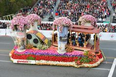 The City of Glendale float participates in the Tournament of Roses Parade on Jan. in Pasadena, Calif. Rose Bowl Parade, Ephemeral Art, Parade Floats, Red Roses, Carnival, Balloons, Arts And Crafts, Marriage, Presents