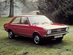 Audi 80 / 80 L (1972-1976). Dad bought his 80 L in June 1974. Same color as the one on this photo. Sticker in trunk lid defined it as Coralle L32Z