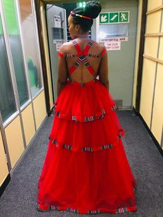 I love the back African Wedding Attire, African Attire, African Wear, African Women, African Fashion Ankara, African Print Dresses, African Print Fashion, African Dress, African Traditional Wear