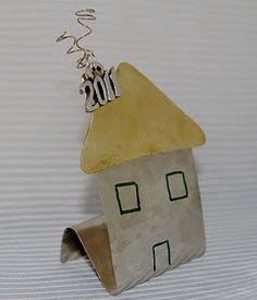 χειροποιητα γουρια - Αναζήτηση Google Dyi Crafts, Metal Crafts, Xmas Crafts, Very Merry Christmas, Christmas Fun, Christmas Ornaments, Holiday, Ceramic Houses, Miniature Houses