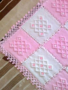 Diy Crafts - Crochet,crochetmodels-Knitting Baby Blanket Patterns Baby's skin is very sensitive. Baby skin is thin and weak. Handmade Baby Blankets, Knitted Baby Blankets, Baby Blanket Crochet, Crochet Baby, Afghan Crochet Patterns, Crochet Squares, Baby Knitting Patterns, Baby Patterns, Blanket Patterns