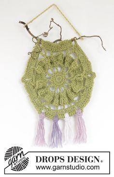 0-1118 Hexagon dream catcher - free crochet pattern and chart in multiple languages by DROPS design