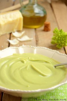 Romanesco cream with olive oil and parmesan Frozen Vegetable Recipes, Grilled Vegetable Recipes, No Carb Recipes, Snack Recipes, Parmesan, Stew Chicken Recipe, Eat Lunch, Winter Food, Creme