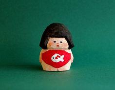 よ!きんたろちゃん!鯉の腹巻きがイカすね〜!金太郎の木彫り人形です。ぶにっとした表情とぷにっとした体型お楽しみください。直感的でユニークな造形を行うため、 世界一軽く柔らかい木材といわれるバルサ材を素… Japanese Patterns, Japanese Design, Cinema 4d Tutorial, Hobby Toys, Cartoon Tattoos, Vinyl Toys, Wooden Art, Little Monsters, Paper Clay