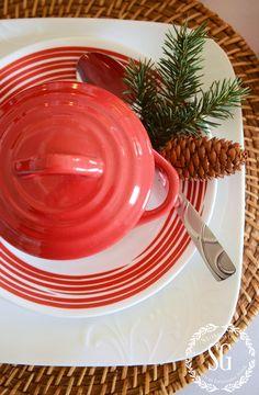 WOODLAND-CHRISTMAS-TABLESCAPE-close-up-red-crock-stonegableblog.com_.jpg (2392×3658)