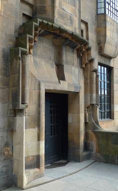 Colour photograph of W. entrance of Glasgow School of Art Glasgow Architecture, Amazing Architecture, Architecture Details, Modern Architecture, Glasgow School Of Art, Art School, Mackintosh Design, Lanscape Design, Art Nouveau