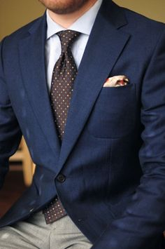 Styleforum Classic Menswear — The blues. Best Suits For Men, Cool Suits, Dapper Gentleman, Gentleman Style, Mens Fashion Suits, Mens Suits, Style Costume Homme, Shirt And Tie Combinations, Lawyer Outfit