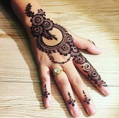 Mehndi henna designs are searchable by Pakistani women and girls.Women, girls and also kids apply henna on their hands, feet and also on neck to look more gorgeous and traditional. Henna Hand Designs, Dulhan Mehndi Designs, Arabian Mehndi Design, Mehndi Designs Finger, Mehandi Design For Hand, Latest Arabic Mehndi Designs, Mehndi Designs For Beginners, Mehndi Designs For Girls, Wedding Mehndi Designs