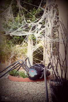 DIY Halloween Front Yard Decor - Giant Spider in Spiderweb via momendeavors.com #halloween #DIY