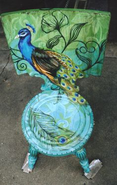 Open art studio offering art classes and workshops; painting, drawing, pottery, glass and custom silver jewelry, parties and an art gallery Peacock Decor, Peacock Colors, Peacock Art, Peacock Theme, Peacock Chair, Peacock Crafts, Feather Crafts, Peacock Feathers, Decopage Furniture