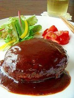 「【その9】:シェフ直伝♪洋食屋さんのハンバーグ」ハンバーグ屋さんのオーナーシェフから教えてもらいました。「コネなくていいよ、肉の食感がなくなっちゃうから♪」「香辛料よりケチャップの方が味に深みが出るよ♪」【楽天レシピ】
