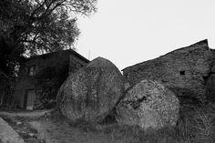 Casa. Penacova (Vale) Mount Rushmore, Mountains, Nature, Travel, Vernacular Architecture, Architects, Naturaleza, Viajes, Destinations