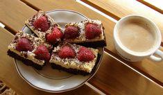 Ciasto z ciecierzycy Składniki na ciasto: – 300 g suchej ciecierzycy – 9 łyżek kakao – 12 łyżek ksylitolu (ewentualnie cukru) – 9 łyżek mleka roślinnego (np. domowego z migdałów) – jeden dojrzały banan – 2 łyżeczki sody – 6 łyżek oleju – 3 łyżki mielonego siemienia lnianego – duża szczypta soli