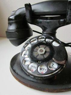 Retro Phone #BusinessFibernetics