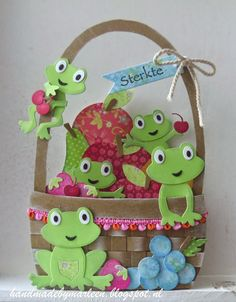 Handmade by Marleen: Op-kikkermandje Frog Crafts, Diy And Crafts, Paper Crafts, Marianne Design Cards, Create A Critter, Frog Design, Diy Projects For Beginners, Fun Hobbies, Craft Box