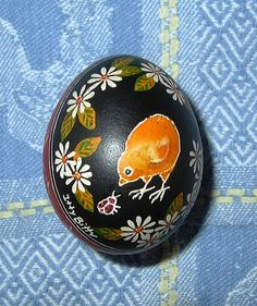 """Chick and daisies on small bantam egg. Egg shell was produced by Belgian Quail D'Anvers hen """"Itty Bitty"""". Pebble Stone, Stone Art, Pebble Art, Chicken Art, Chicken Ideas, Ukrainian Easter Eggs, Egg Designs, Spring Projects, Easter Traditions"""