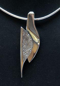 Zilveren hanger gemaakt door een cursist edelsmeden in mijn atelier in Koog aan de Zaan. www.marjaschilt.nl