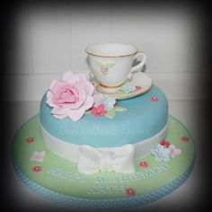 A vintage style retirement cake for a lady who loves tea. Description from…
