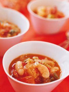 残り野菜と白いんげん豆をコトコト煮込んだ、トマト風味の具だくさんスープ。|『ELLE gourmet(エル・グルメ)』はおしゃれで簡単なレシピが満載!