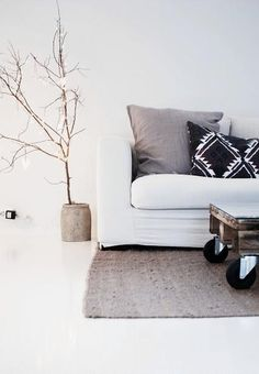 Next idea in my bachelorette pad. Looks simple enough but so chic.