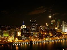 Once shrouded in a thick curtain of smoke from the steel mills, Pittsburgh has since transformed into a vibrant 21st century city, a technological and a medical hub, a cultural hot spot, and a foodie's dream come true.