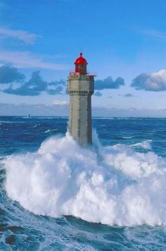 #Lighthouse w/crashing #waves