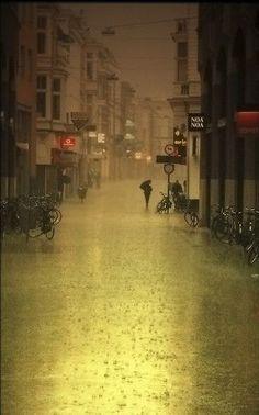 Pluie sur la ville de  Groningen.