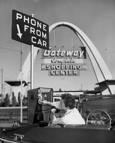 1959 / vintage photography / retro / / phone from car Images Vintage, Vintage Photographs, Vintage Ads, Vintage Pictures, Vintage Advertisements, Vintage Stores, Retro Advertising, Vintage Glam, Photos Du