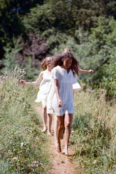 Behind the scenes with Sofia Coppola and Malaika Firth on the set of the director's new fragrance campaign for Marc Jacobs Lily Evans, Picnic At Hanging Rock, Viviane Sassen, Marc Jacobs Daisy, Sofia Coppola, Spring Awakening, Anne Of Green Gables, Victor Hugo, Mode Style