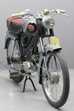 Eysink 1954 Renate 49cc Motorcycle Images, Motorcycle Design, Vintage Bikes, Vintage Motorcycles, 49cc Moped, Custom Moped, Motor Scooters, Moto Guzzi, Classic Bikes
