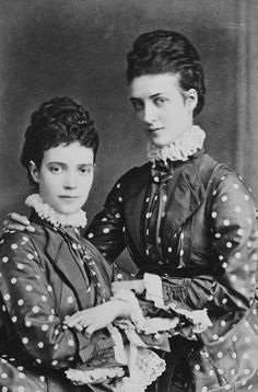 Queen/Empress Alexandra and Dagmar ( later Empress Maria Feodorovna of Russia). The two Danish princesses were very fond of each other and loved to dress alike. Danish Royalty, English Royalty, British Royal Families, Danish Royal Family, Czar Nicolau Ii, Adele, Tsar Nicolas, Alexandra Of Denmark, Christian Ix