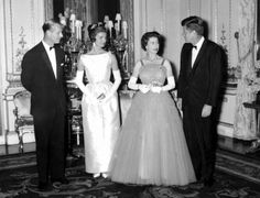 25.  The Queen and the Duke of Edinburgh with their guests, U.S. President John F. Kennedy and his wife Jacqueline, after dinner at Buckingham Palace on June 5, 1961.  -  Queen Elizabeth II: 91 years, 91 pictures  -  April 20, 2017