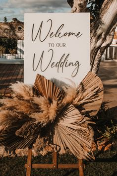 Dried Grass and Palm Leaf Wedding Decor with Welcome Sign | by Dani Arjones Photography | Boho Wedding | Spanish Wedding | Ibiza Wedding | Balloon Wedding Decor | Pink Wedding Decor | Pampas Grass Wedding Decor | Wedding Sign Palm Wedding, Ibiza Wedding, Beige Wedding, Floral Wedding, Wedding Balloon Decorations, Wedding Balloons, Decor Wedding, Wedding Ideas, Wedding Welcome Signs