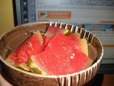 Pepene rosu murat pentru iarna Watermelon Pickles, Romanian Food, Thing 1, Canning Recipes, Preserves, Pantry, Good Food, Food And Drink, Cooking