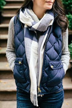 Also known as a body warmer, a gilet is essentially a sleeveless quilted jacket. These, along with other vest coats, incredibly fashionable when styled right. So here is our guide to rocking the gilet or vest coat this winter. Fall Winter Outfits, Winter Wear, Autumn Winter Fashion, Winter Layering Outfits, Cold Weather Outfits, Casual Winter, Fall Layered Outfits, Fall Fashion Vest, College Winter Outfits