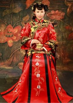 Culture-Traditional Chinese Wedding Dress-Chinese culture is one of the world's oldest cultures. Most Chinese women wear red wedding dresses, because red signifies happiness. Chinese Wedding Dress Traditional, Chinese Bride, Traditional Dresses, Chinese Style, Beautiful Wedding Gowns, Red Wedding Dresses, Wedding Attire, Reception Dresses, Ao Dai