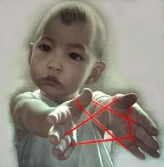 Zhu Yi Yong, he represents China's past in the form of a cat's cradle (Red star) with the youth of the future.