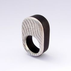 Colección 2012 | | Gustavo Paradiso - chiaroscuro XII ring - wood & silver