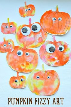 Fall art activity for kids! Art and science to create these happy pumpkin fizzes.