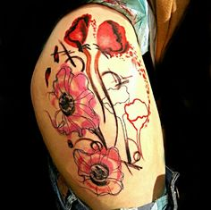 This modern art thigh piece. | 31 Insanely Gorgeous Floral Tattoos