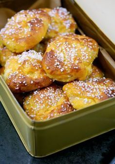 Saffron buns with cream cheese and maple syrup (Saffransbullar med cream cheese och sirap) Baking Recipes, Cake Recipes, Dessert Recipes, Xmas Food, Christmas Baking, Swedish Recipes, Bagan, Beignets, No Bake Desserts